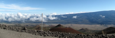 The Summit Road edge, gravel & paved - Curiosity Trek - Hawaii
